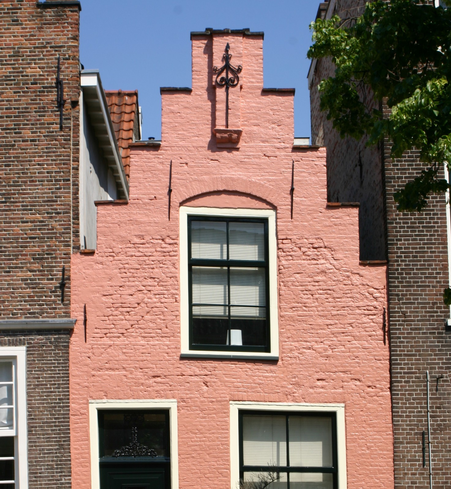 Pink houses, green hares and Dutch prostitutes