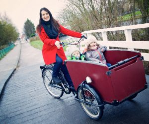 Dutch parenting in a bakfiets